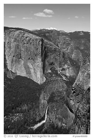 Bridalveil Fall and El Capitan. Yosemite National Park (black and white)