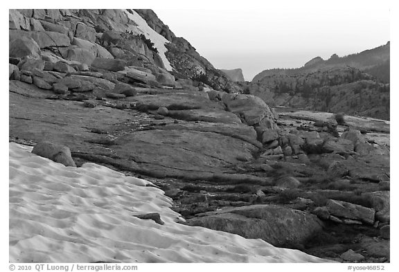 Neve at the base of Vogelsang peak at sunset. Yosemite National Park (black and white)