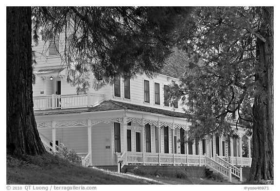 Wawona hotel cottage. Yosemite National Park (black and white)
