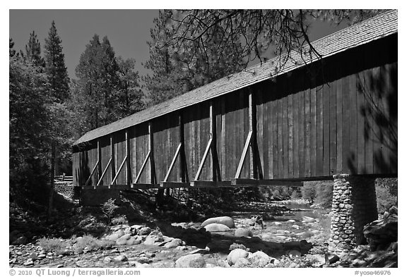 Covered bridge, Wawona historical village. Yosemite National Park (black and white)