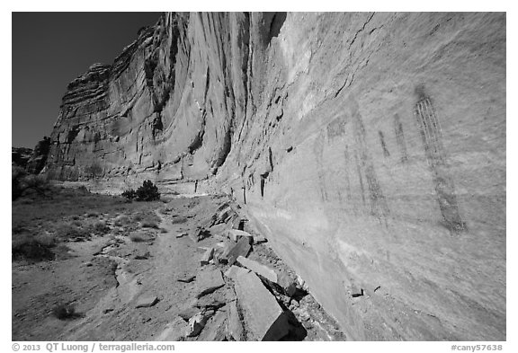 Rock art and cliff in Pictograph Fork. Canyonlands National Park (black and white)