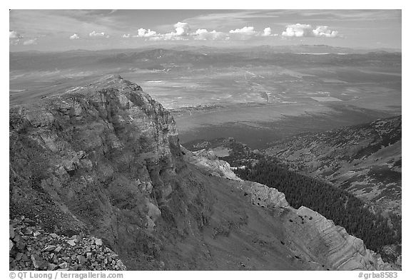 Cliffs below Mt Washington overlooking Spring Valley, morning. Great Basin National Park (black and white)