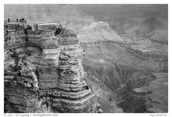 Family on Mather Point. Grand Canyon National Park (black and white)