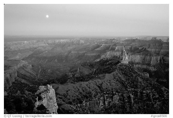 Moonrise, Point Imperial. Grand Canyon National Park, Arizona, USA.