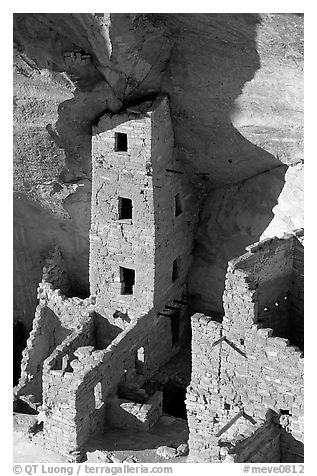 Square Tower house, tallest ruin in Mesa Verde, late afternoon. Mesa Verde National Park (black and white)