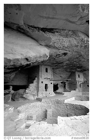Kiva in Balcony House. Mesa Verde National Park (black and white)
