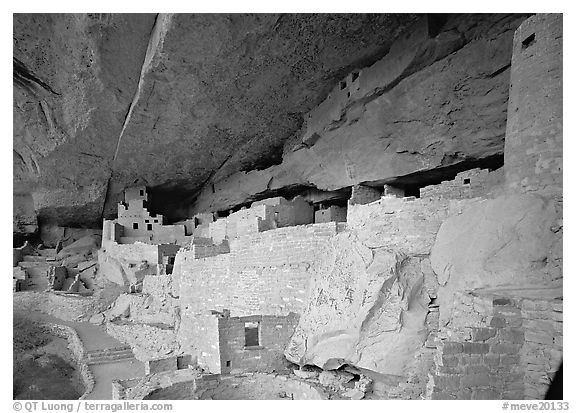 Cliff Palace Anasazi dwelling. Mesa Verde National Park (black and white)
