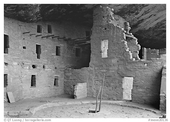 Kiva in Spruce Tree house. Mesa Verde National Park (black and white)