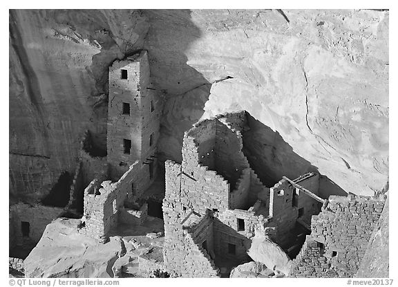 Square Tower house, late afternoon. Mesa Verde National Park (black and white)