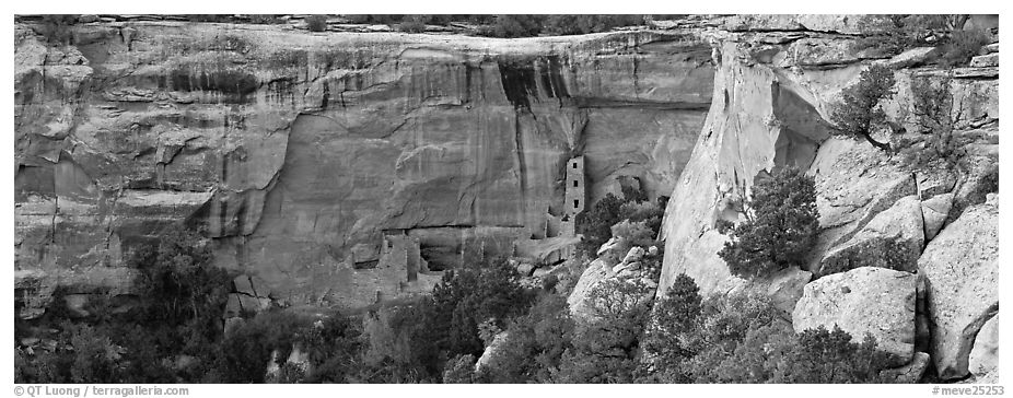 Cliffs and Ancestral pueblo ruin. Mesa Verde National Park (black and white)