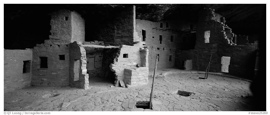 Spruce Tree House and Kiva entrances. Mesa Verde National Park (black and white)