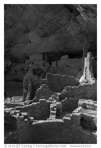 Ruined Ancestral Puebloan walls, Long House. Mesa Verde National Park (black and white)