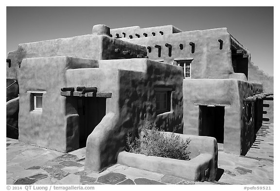 Painted Desert Inn in Adobe revival style. Petrified Forest National Park (black and white)