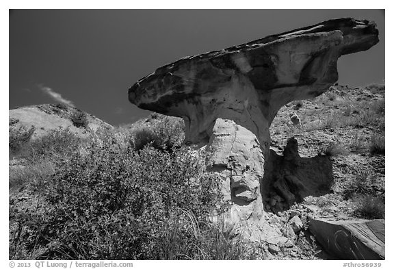 Anvil-shaped caprock. Theodore Roosevelt National Park (black and white)