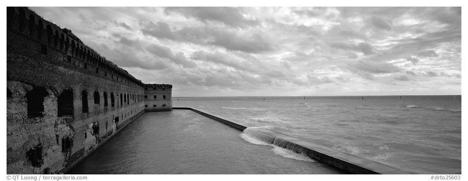 Fort Jefferson wall and ocean. Dry Tortugas National Park (black and white)
