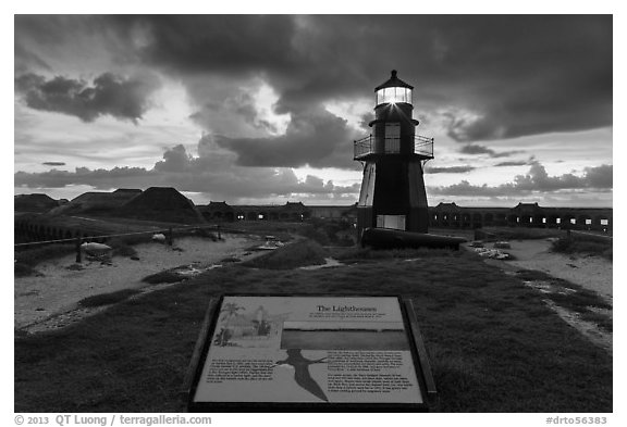 Interpretive sign, Harbor Light, and fort Jefferson. Dry Tortugas National Park (black and white)