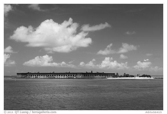 Fort Jefferson and Garden Key from the West. Dry Tortugas National Park (black and white)