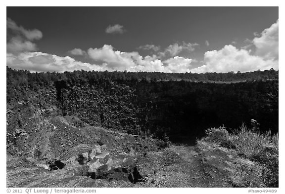 Pit crater. Hawaii Volcanoes National Park (black and white)