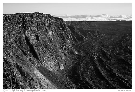 Mauna Loa summit cliffs. Hawaii Volcanoes National Park (black and white)