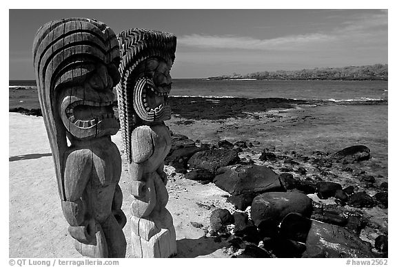 Polynesian god statues in Puuhonua o Honauau (Place of Refuge). Big Island, Hawaii, USA (black and white)