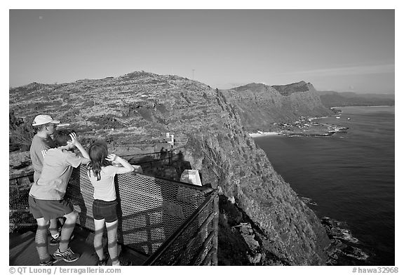 Family on the lookout on the summit of Makapuu head, early morning. Oahu island, Hawaii, USA (black and white)