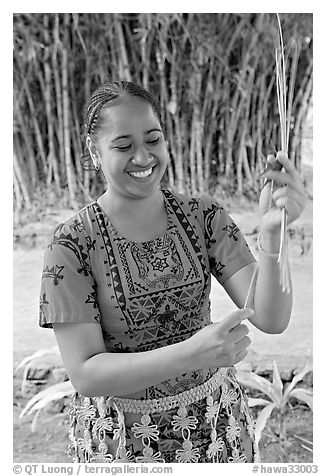 Tonga woman showing how to make cloth out of Mulberry bark. Polynesian Cultural Center, Oahu island, Hawaii, USA (black and white)