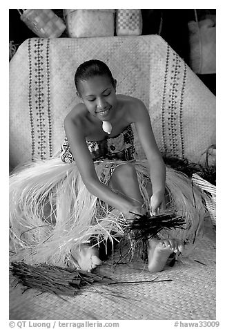 Fiji woman using her feet to tie leaves. Polynesian Cultural Center, Oahu island, Hawaii, USA (black and white)