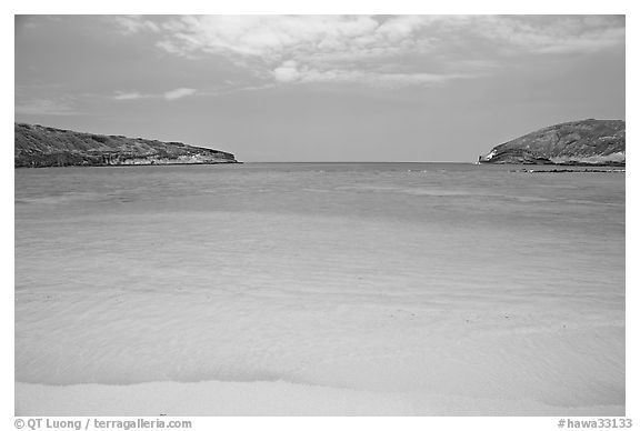Deserted Hanauma Bay. Oahu island, Hawaii, USA (black and white)