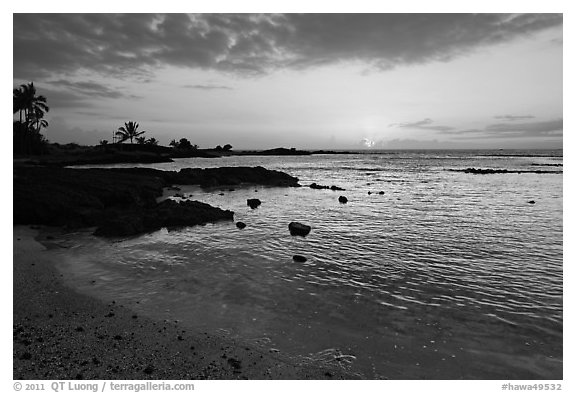 Sunset, Honokohau Beach, Kaloko-Honokohau National Historical Park. Hawaii, USA (black and white)