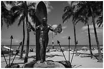 Duke Kahanamoku surfer statue and Waikiki Beach. Waikiki, Honolulu, Oahu island, Hawaii, USA ( black and white)
