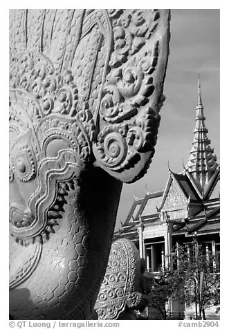 Statue and pagoda, Royal palace. Phnom Penh, Cambodia (black and white)