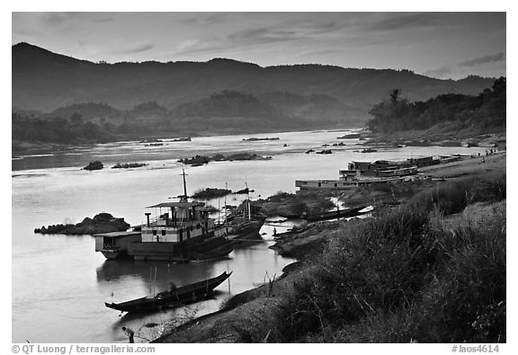 Sunset in Huay Xai. Laos (black and white)