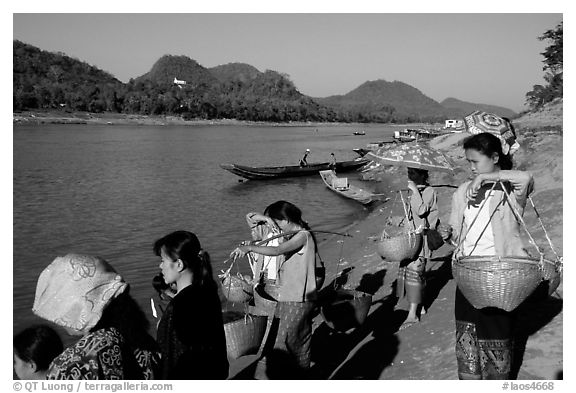 Women on the banks of the Mekong river. Luang Prabang, Laos (black and white)