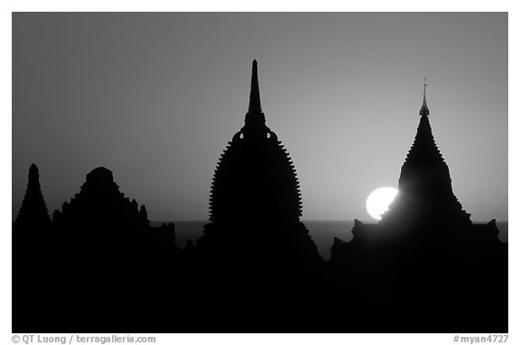 Sunrise. Bagan, Myanmar (black and white)