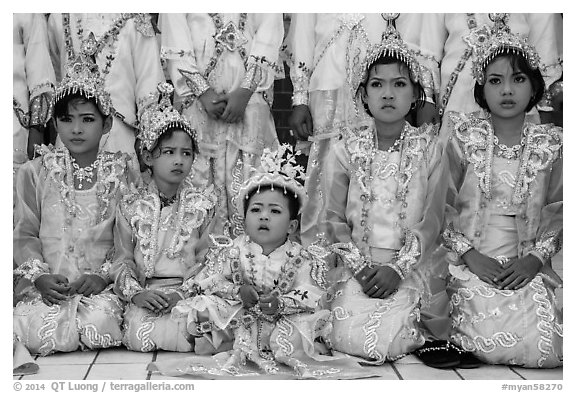 Black and White Picture/Photo: Girls and boy dressed in