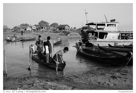 Passengers disembark from boat after short crossing. Mandalay, Myanmar (black and white)