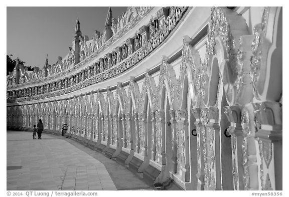 U Min Thonze pagoda, Sagaing. Myanmar (black and white)