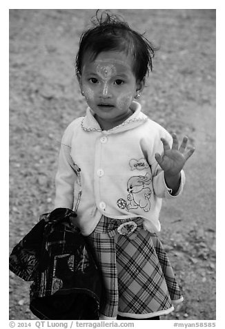 Infant girl. Kyaiktiyo, Myanmar (black and white)