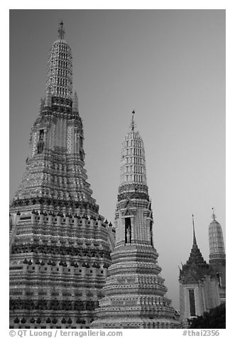 Prang of Wat Arun at dawn. Bangkok, Thailand (black and white)