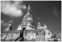 Wat Chai Mongkon. Ayuthaya, Thailand ( black and white)