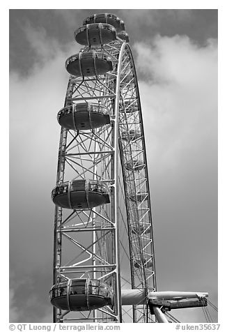 Capsules of the Millennium Wheel. London, England, United Kingdom (black and white)
