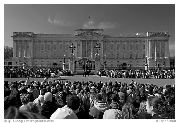 Crowds during  the changing of the guard in front of Buckingham Palace. London, England, United Kingdom (black and white)