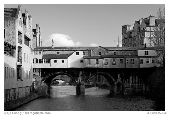 Pulteney Bridge, one of only four bridges in the world with shops across the full span on both sides. Bath, Somerset, England, United Kingdom (black and white)