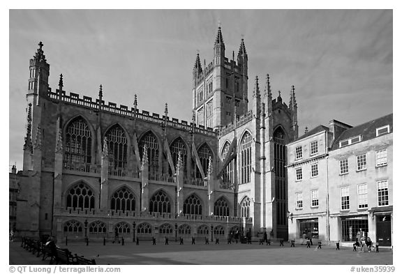 Public square and Bath Abbey, late afternoon. Bath, Somerset, England, United Kingdom (black and white)