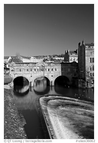 Pulteney Bridge and weir, morning. Bath, Somerset, England, United Kingdom (black and white)