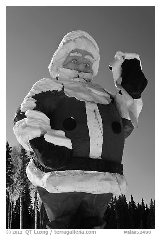 Giant Santa Claus statue. North Pole, Alaska, USA (black and white)