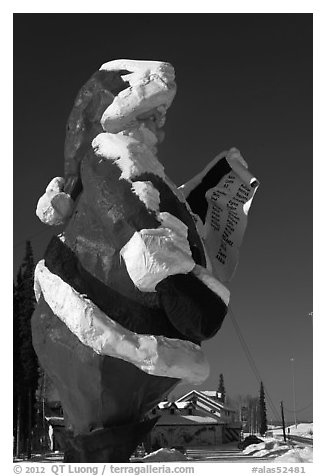 Santa Claus statue and house. North Pole, Alaska, USA (black and white)