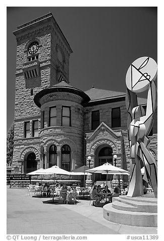San Jose Museum of Art, old wing and cafe. San Jose, California, USA (black and white)