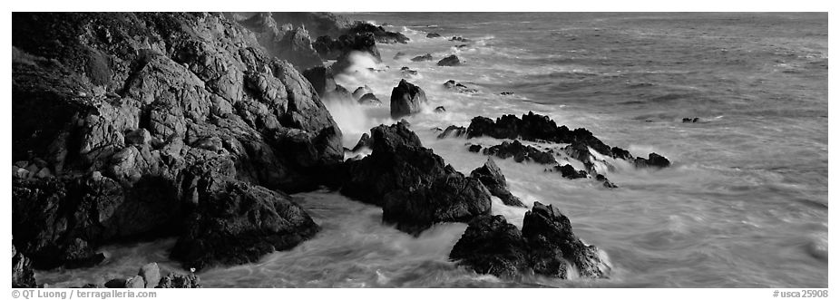 Rocky seashore, Garapata. Big Sur, California, USA (black and white)