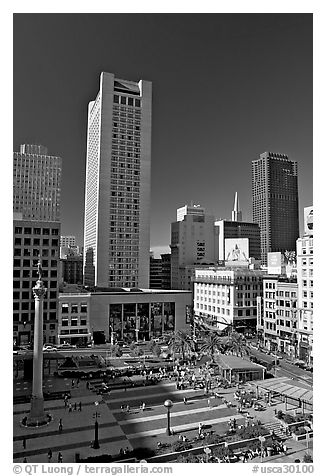 Union Square, the heart of the city's shopping district, afternoon. San Francisco, California, USA (black and white)